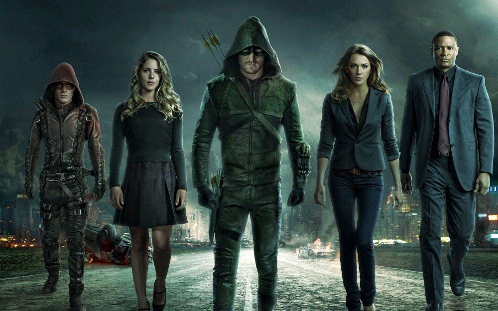Stephen Amell and his team on 'Arrow: Season 3'