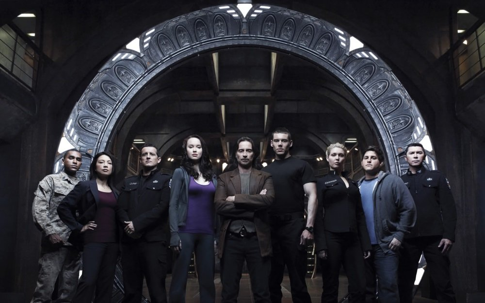 Robert Carlyle and the cast of the SyFy series 'Stargate Universe'