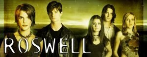 Shiri Appleby, Jason Behr, Katherine Heigl, and Brendan Fehr in the UPN series 'Roswell'